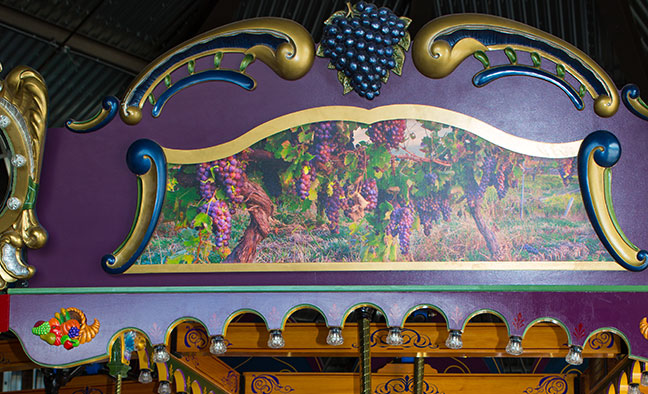Rounding Board Section 16 - Grapes Image