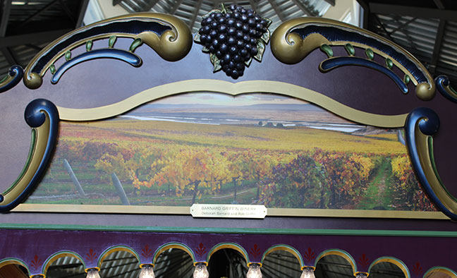 Rounding Board Section 8 - Vineyard Image